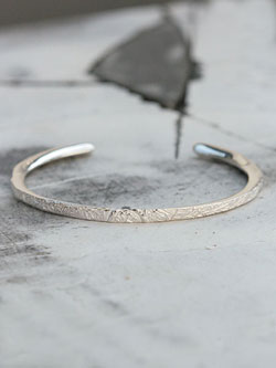 ARABESQUE BANGLE (Sterling Silver)