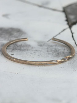 MEBIUS BANGLE (Brass)