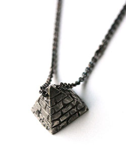 small pyramid necklace / スモールピラミッド ネックレス (white brass)